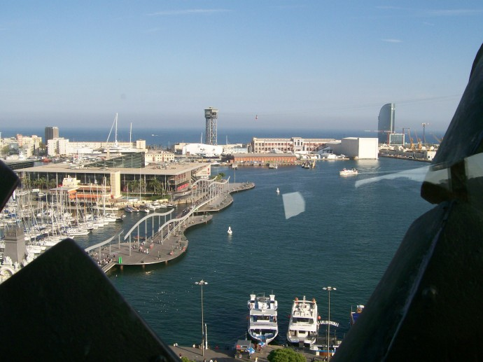 Vista do Port Vell, cenário do meu infortúnio, desde o Monumento a Colón