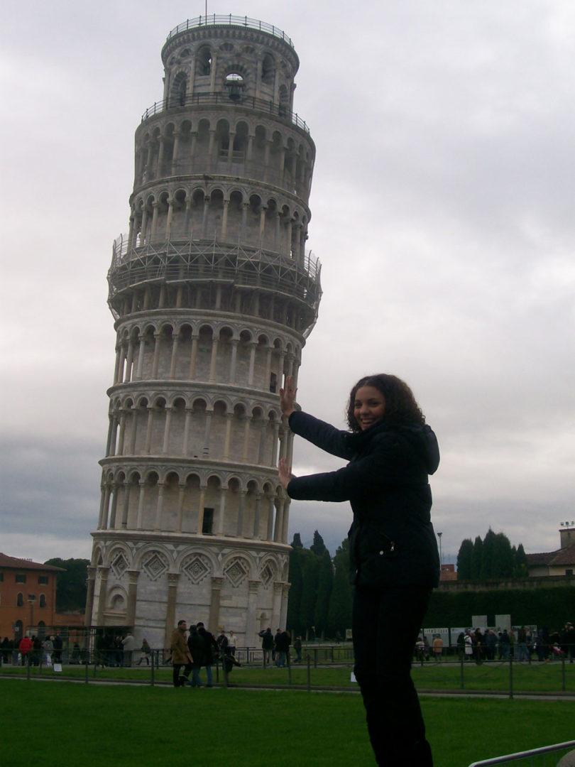 Rola quase filinha de espera em volta da Torre de Pisa pra conseguir o melhor ângulo pra foto clássica