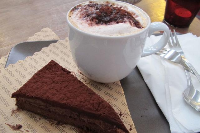 bolo de chocolate e capuccino <3