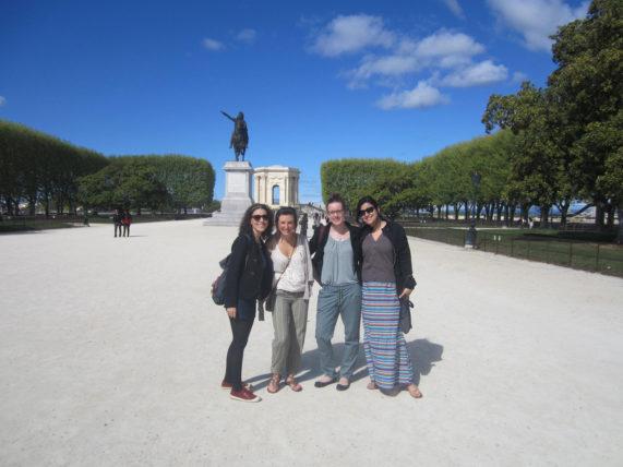 Com minha amiga Fernanda e as amigas do nosso host, em Montpellier