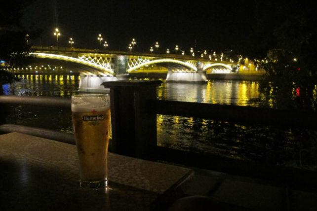 Cerveja com vista pro Danúbio ;)