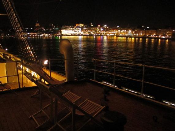 Curtindo o deck do barco à noite ;)
