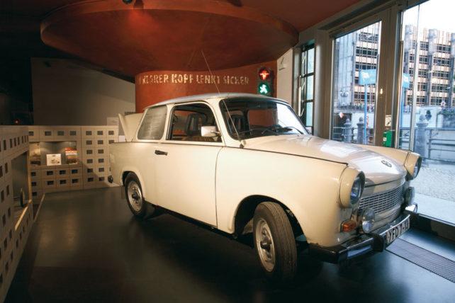 O Trabi, carrinho símbolo da época. Foto: Divulgação/DDR Museum