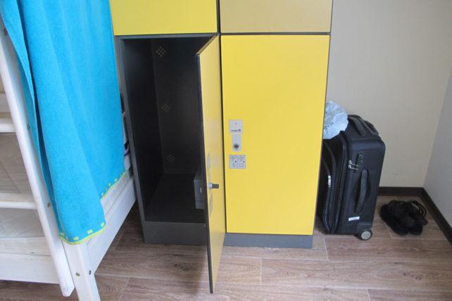 Locker (que fechava com o cartão-chave do quarto) no Wombat's City Hostel Viena