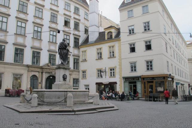 Franziskanerplatz e o Kleines Café <3