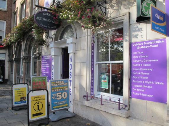 Meu hostel em Dublin: Numa área ótima e perto do ônibus pra o aeroporto, dos pontos turísticos e dos bares