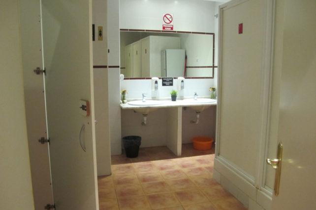 Banheiros compartilhados podem ser meio chatos :/